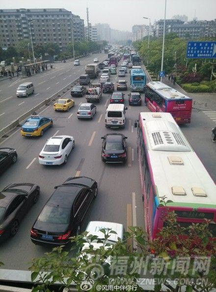 福州公交专用车道公交车难用其道
