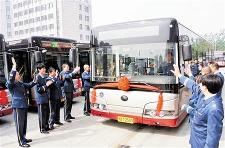 天津25日起500部新公交车投运高清图片