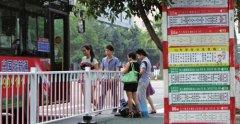 温州高新区设护栏将公交车与站台隔开