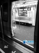 男子醉酒踢碎深圳地铁玻璃 乘客恐慌下车