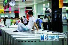 深圳拟规定地铁车厢内禁食 八成乘客支持