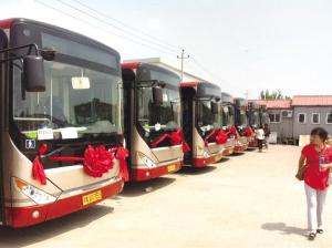 天津公交二公司872路35部中通新能源公交车整装待高清图片