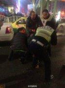 乌鲁木齐一男子公交站持刀伤3人 警方将其控制