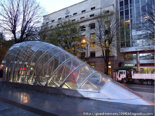 不遮挡周边建筑,大连地铁出入口顶盖将不设计特殊