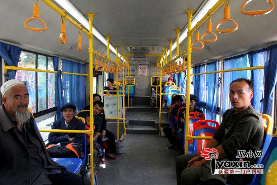 1965年公共汽车-喀什市 公交车 出行方式高清图片