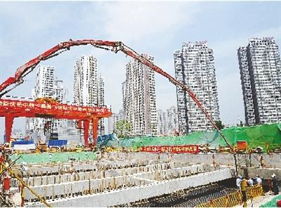 郑州地铁5号线首座新建车站主体结构封顶