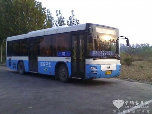 山东济南:聊城路铁路桥封闭
