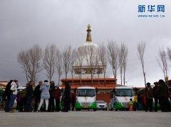 世界高城甘孜州理塘县首通城市公交车