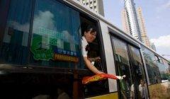 上海一公交公司还剩3%线路设乘务员,职能转向提