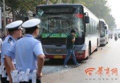 西安三辆公交连环撞多人受伤事故原因正在