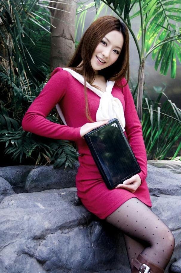 王婉珈笔记本代言靓丽写真