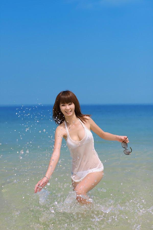美女萝莉海边湿衣透视装写真