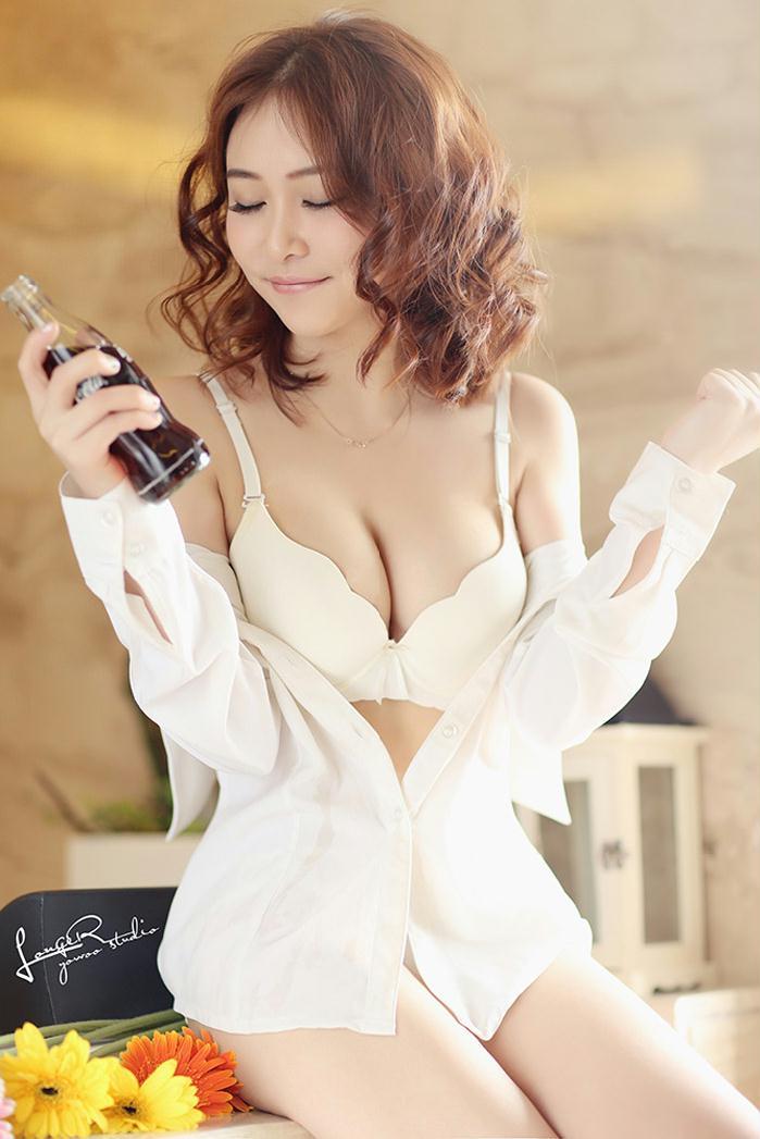 露沟美女可口可乐代言性感写真