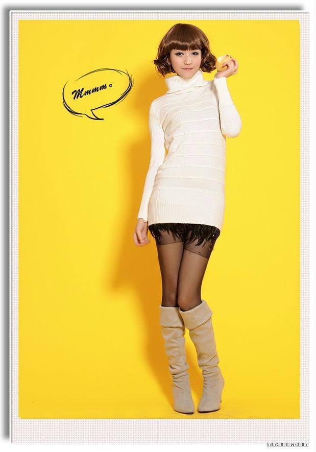 暗条纹高领毛衣的时尚美女