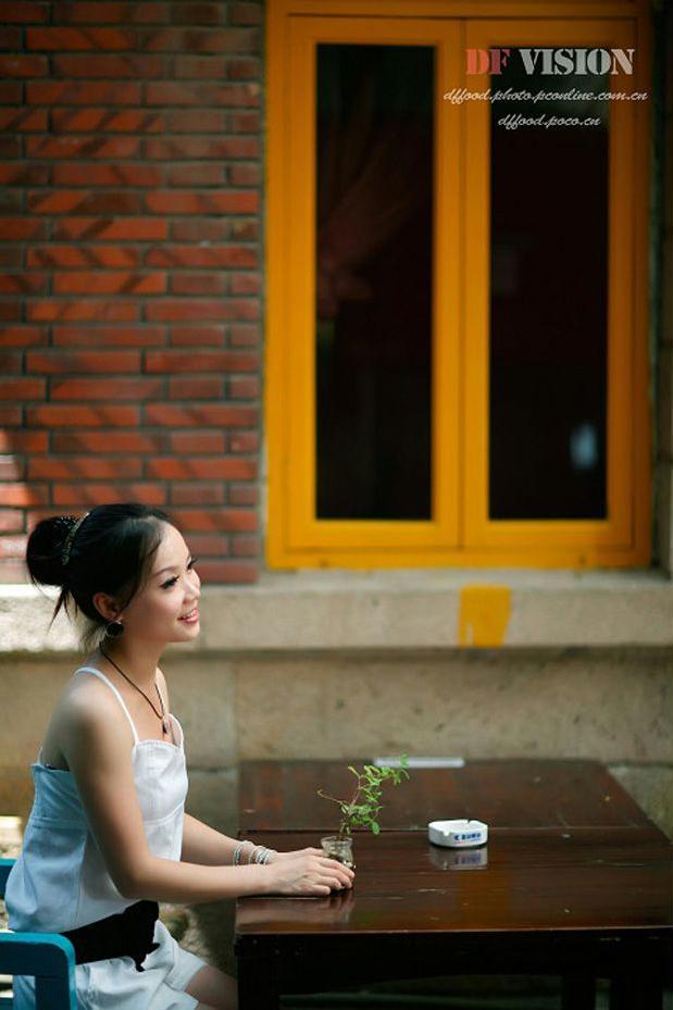 茶吧内气质非凡的白领美女