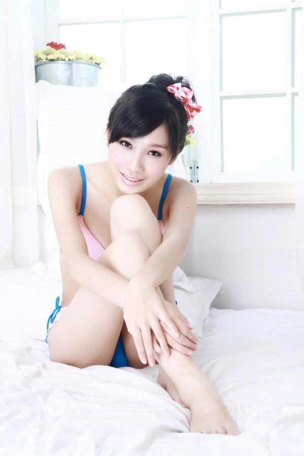 美女黎雨诗白色主题写真