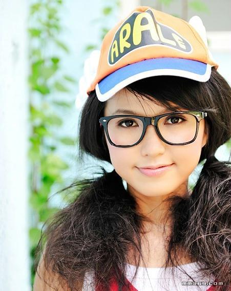 眼镜女生可爱纯真记忆