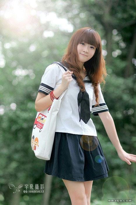 清纯可爱的美院学生妹