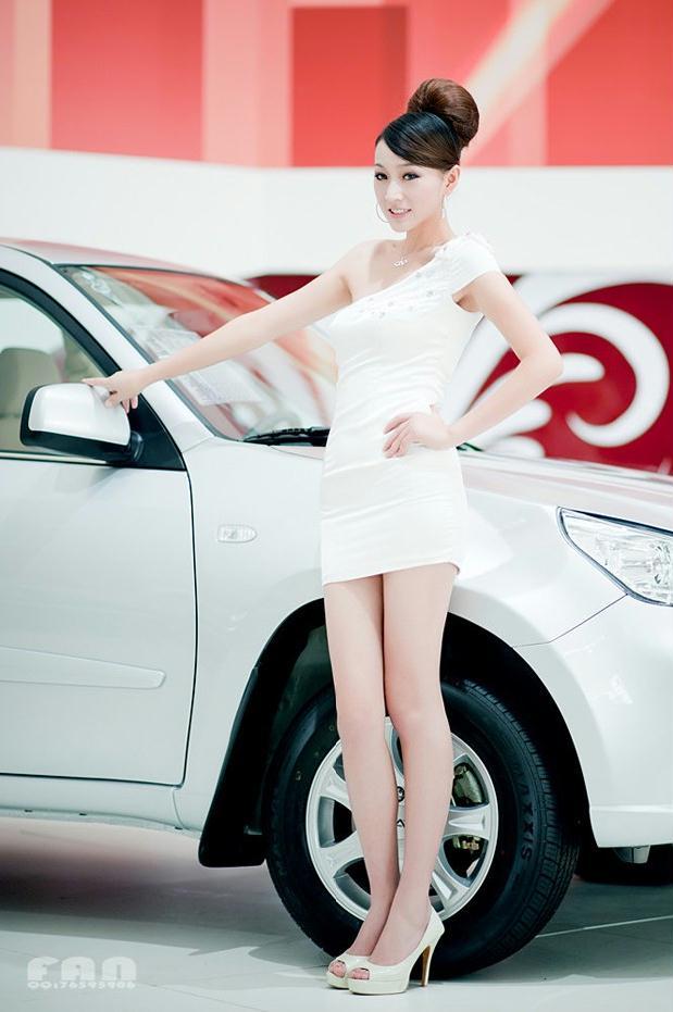 合肥车展OL美女很纯很白很诱人