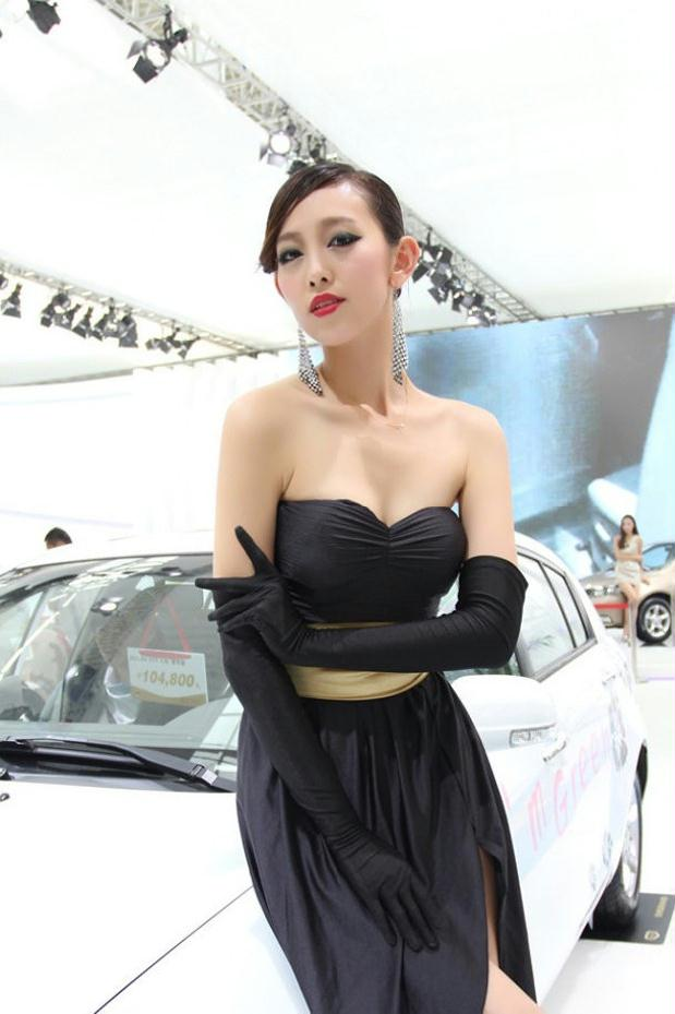 贵妇车模深V礼服扮演性感少女
