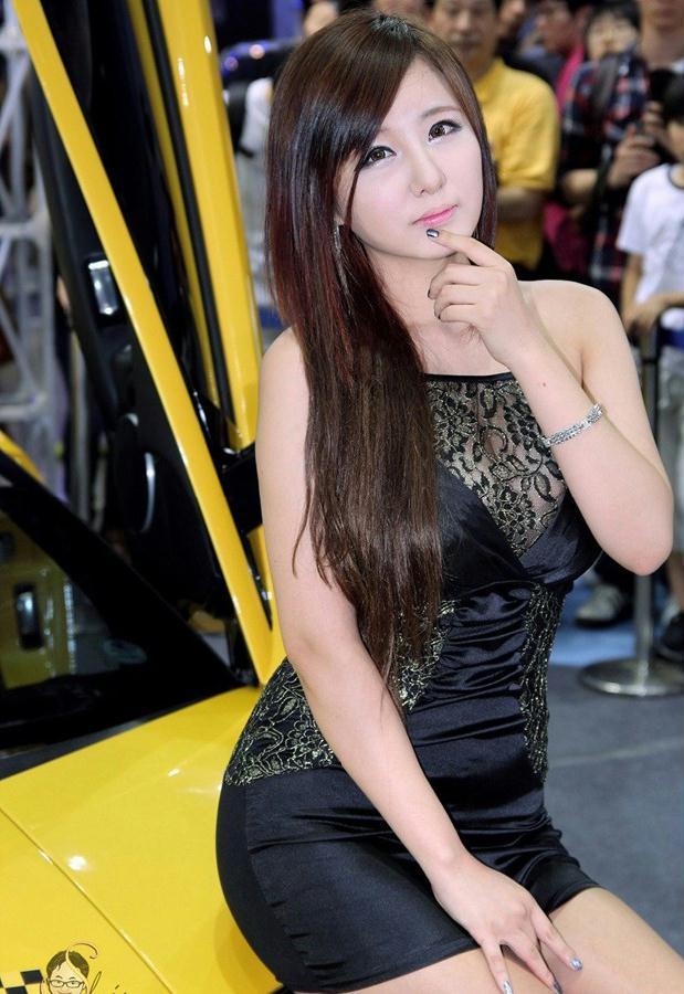 韩国大胸车模柳智慧高清写真图片
