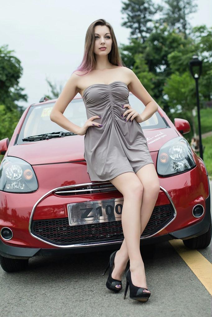 乌克兰美女车模性感双眼迷人