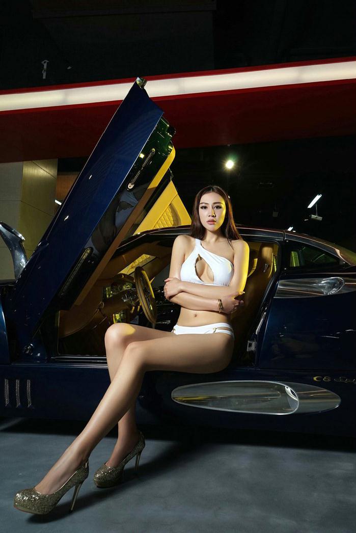 深V美女车模超高清紧身写真大图