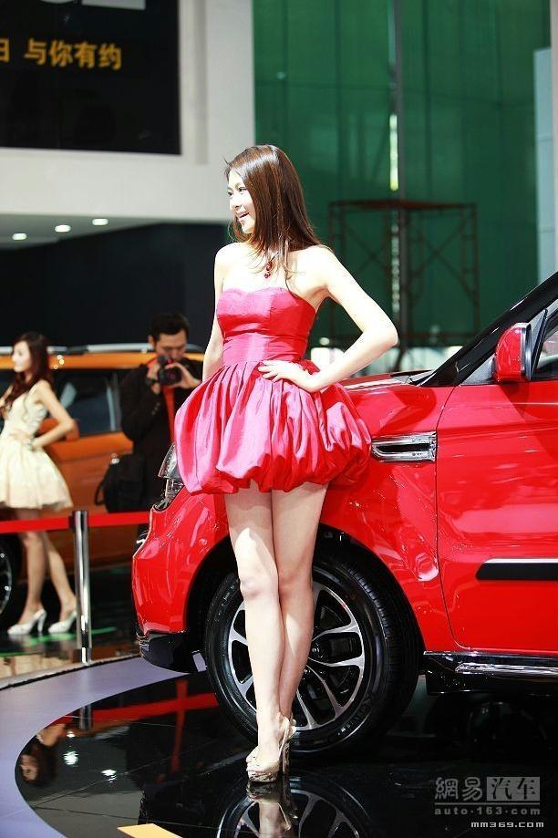 车模小李湘汽车展上个人秀