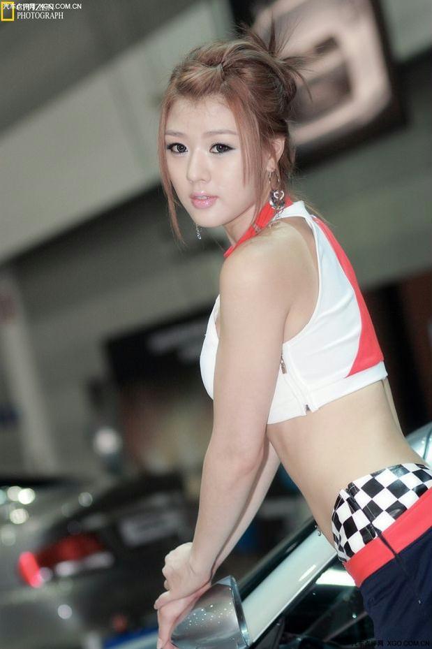 韩国绝色美女车模黄美姬