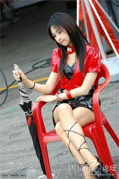 晒晒车展上的韩国气质车模
