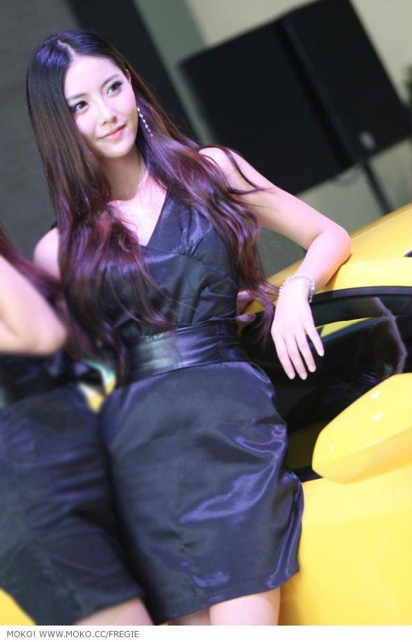 兰博基尼车展上的美女车模
