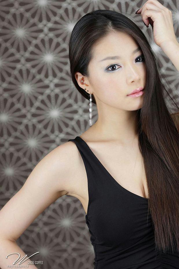 韩国顶级美女车模 崔星儿性感图片