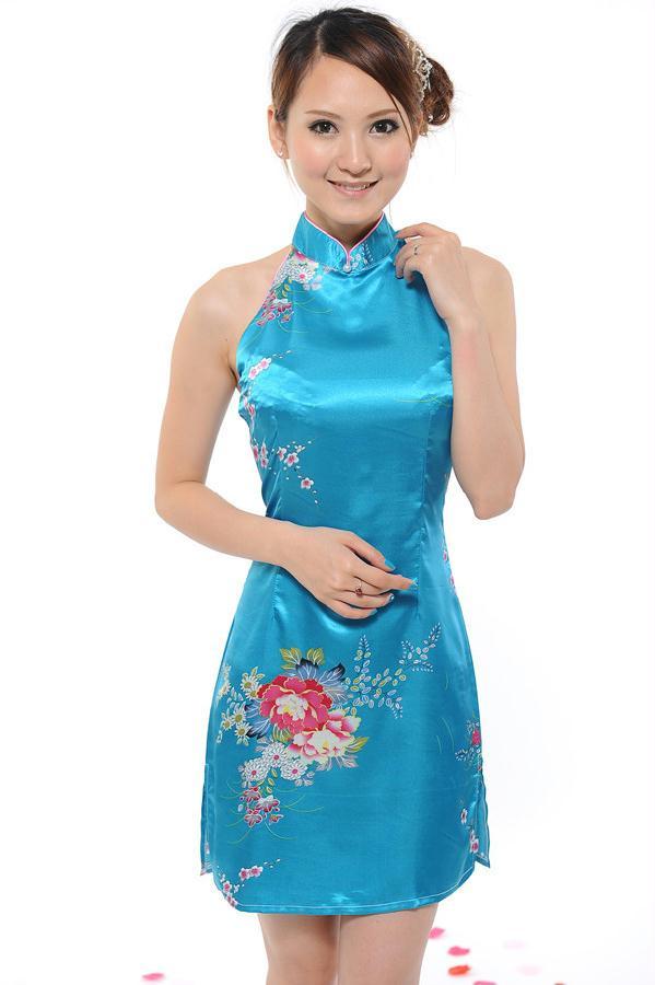 国魂美人旗袍装很迷人