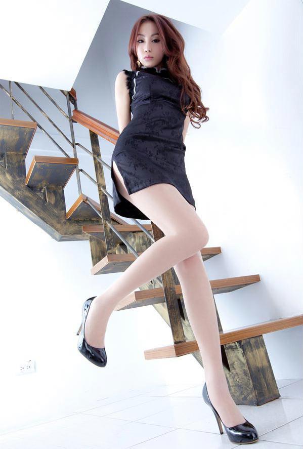 气质旗袍美女居家秀丝袜美腿