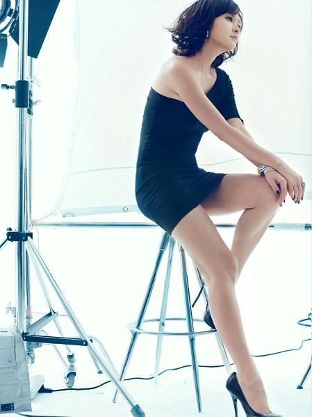 才女徐静蕾短裙秀美腿