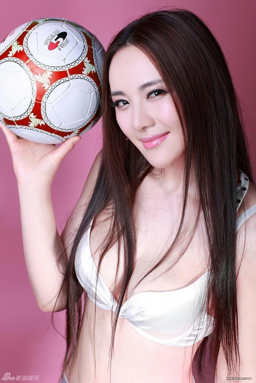 孟茜火辣写真 化身性感足球宝贝