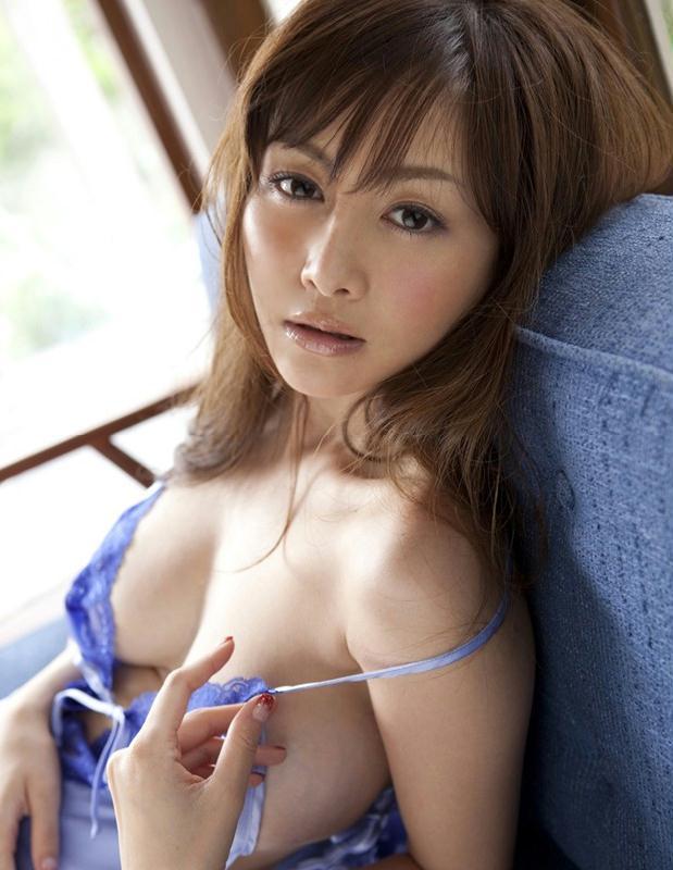 日本性感女郎杉原杏璃碎花裙难掩巨乳