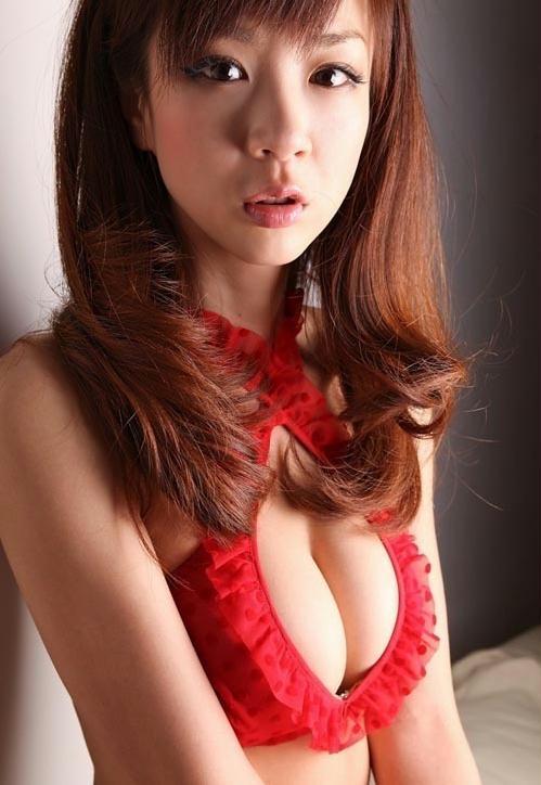 34岁童颜巨乳星野亚希性感内衣写真
