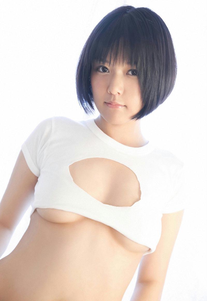 日本女优伊唐みよ白嫩私房照