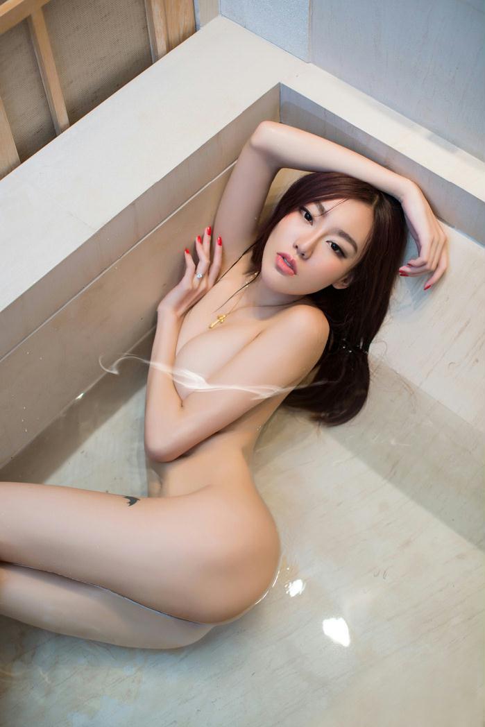 尤果美胸模特郭婉祈艺术照片