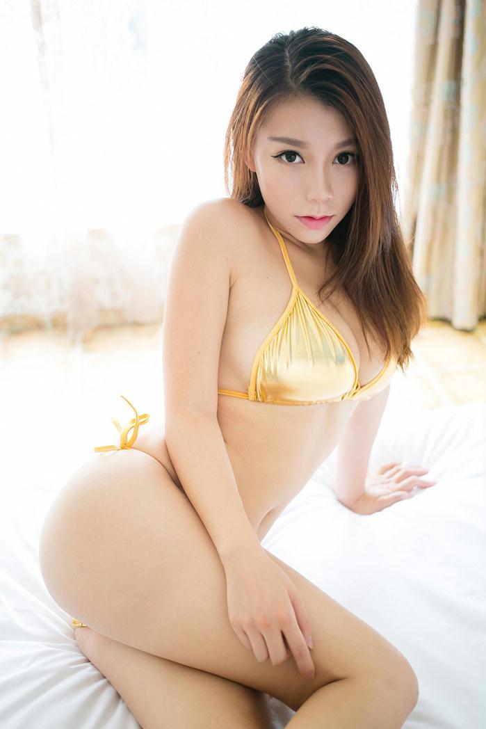 顶级模特嘉哥大胸金色内衣写真