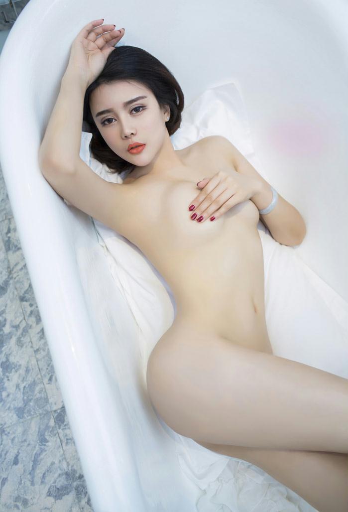 尤果美女游子熙红色情趣私房写真