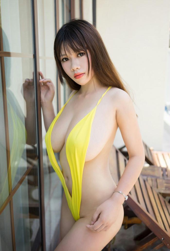 秀人美女瑞莎黄色比基尼巨乳尽现