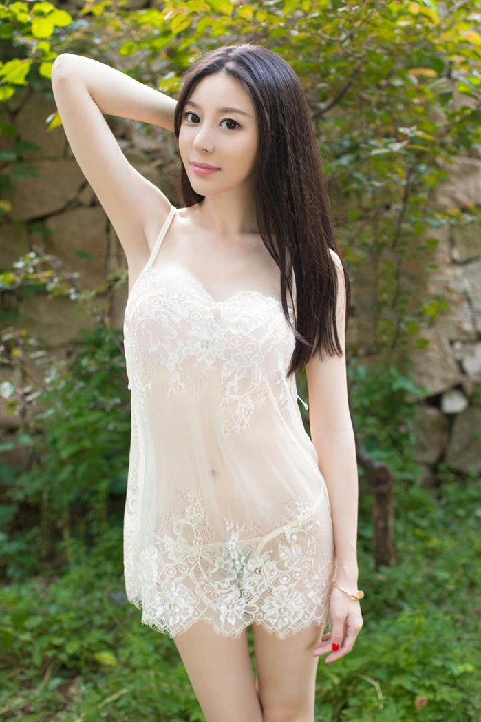 尤果慕羽茜翘臀白色连体服巨乳尽现