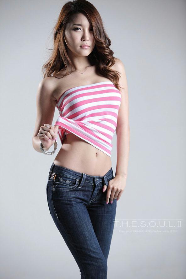 韩国美女方恩英大秀身材曲线