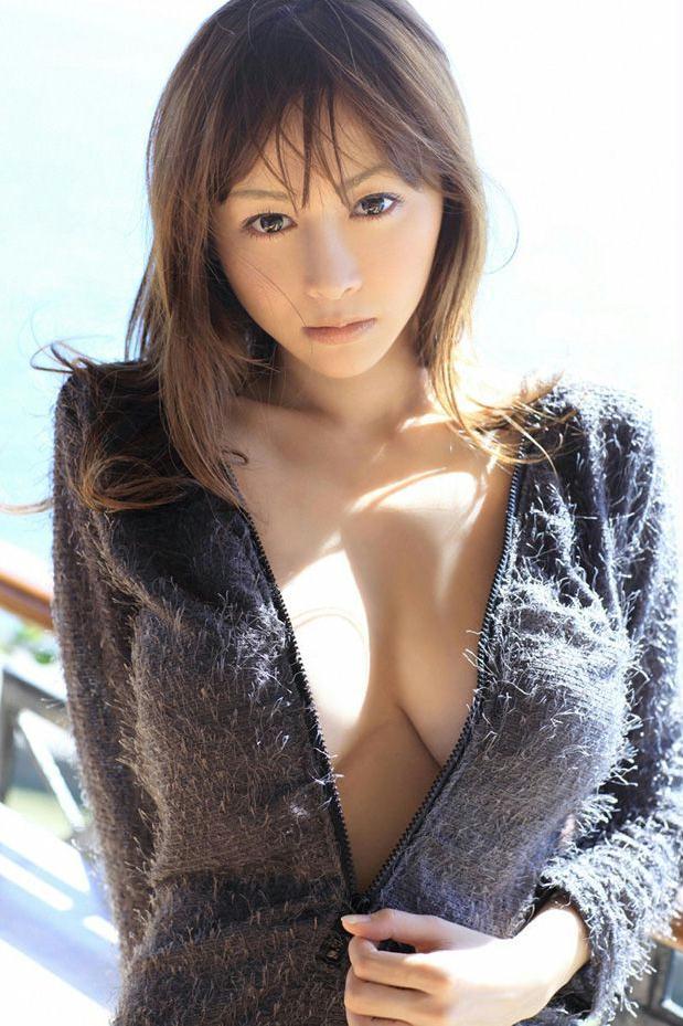 杉原杏璃黑色外衣写真显性感