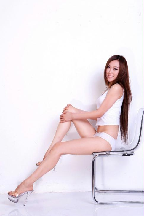 moko田甜白色超性感写真