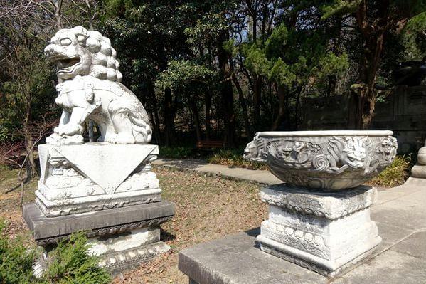 谭延闿墓纪念牌坊